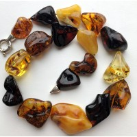 Natural shapes amber necklace