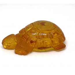 Hand carved  amber figure of turtle 12,5 g.